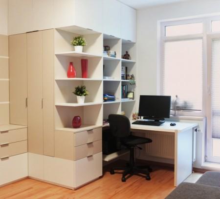 Postupný redesign bytu v Ostravě - Třebovicích byl zakončen hostovským pokojem s pracovnou. Změnou prošla ložnice, obývací pokoj, kuchyň, koupelna a vstupní část. Díky tomu je celý byt propojen jednotným stylem kombinující moderní, klasické a původní prvky. Dle návrhu realizovala firma Tauer Habitat.