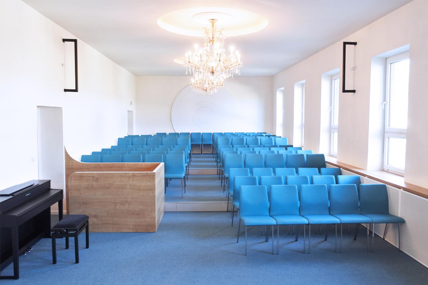 Modernizace sálu ( v rámci rekonstrukce interiéru budovy) přinesla stupňovité hlediště se zakomponovaným zvukařským pultem. ( Na fotkách chybí reproduktory odposlechů a směrové osvětlení zavěšené na černých rampách.