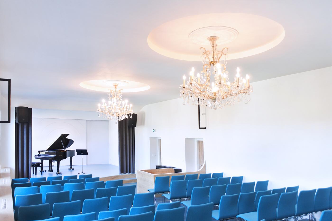 Koncertní sál Základní umělecké školy v Klimkovicích.