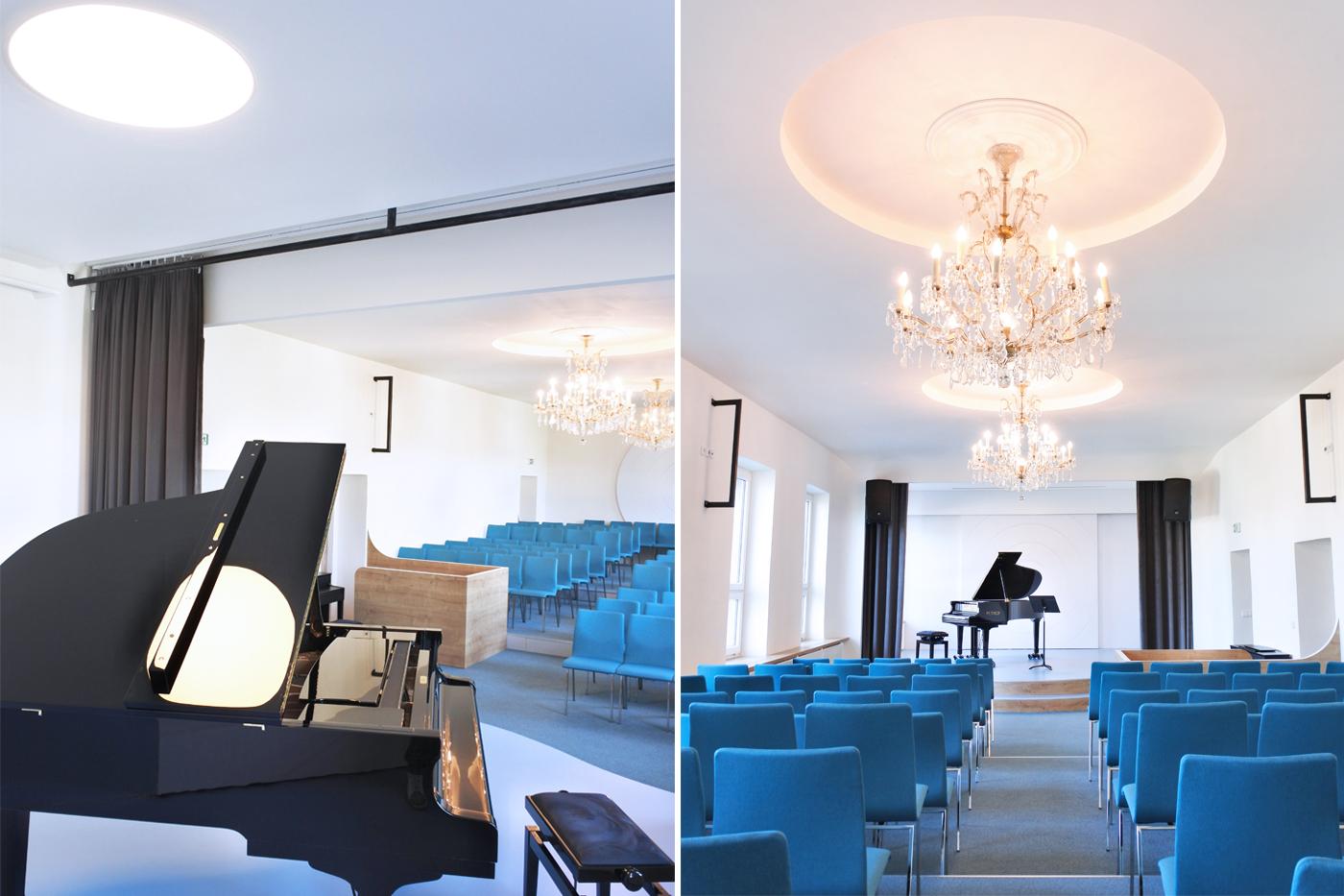 Téma soustředného kruhu se objevuje jako dekor na posuvných dveřích, protější zdi a ve stropních nikách. Materiálové a barevné řešení je soustředěno na tři prvky – bílá a modrá barva plus dřevo v dekoru dub.