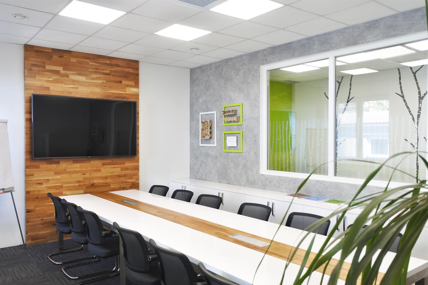 Design interiérů firmy Tridas, která se zabývá výrobou nasávané kartonáže.