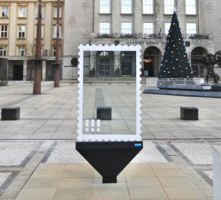 City Glass, nový model městského poutače navržený pro firmu SeePOINT. Prototyp je instalován před radnicí na Prokešově náměstí v Ostravě.